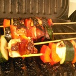 chicken zucchini red bell pepper skewers with greek cucumber lemon yogurt sauce and honey jasmine rice (21)