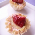 STRAWBERRIES &amp; CREAM FILO CUPS (24)