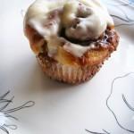 Cinnamon roll cupcakes (215)