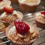 Strawberry almond cupcakes (15)