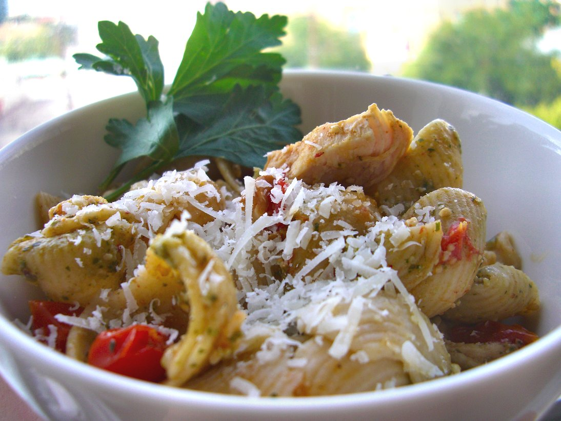Whole Wheat Chicken 'n Pesto Shells with Tomates Confites